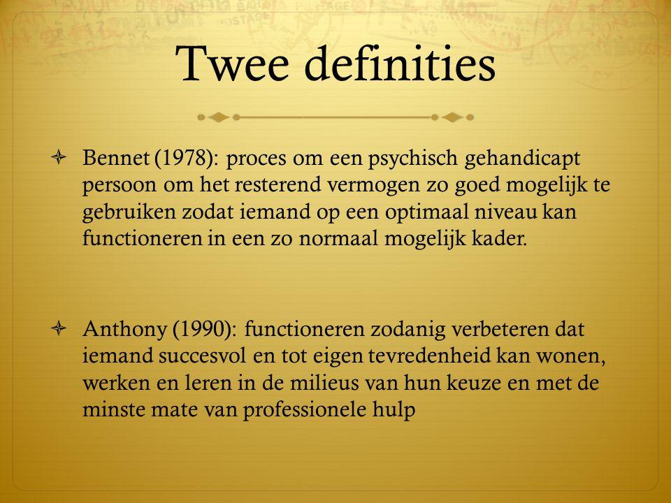 Twee definities  Bennet (1978): proces om een psychisch gehandicapt persoon om het resterend vermogen zo goed mogelijk te gebruiken zodat iemand op e