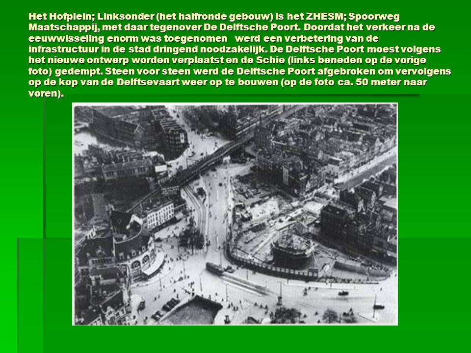 Het Hofplein; Linksonder (het halfronde gebouw) is het ZHESM; Spoorweg Maatschappij, met daar tegenover De Delftsche Poort.