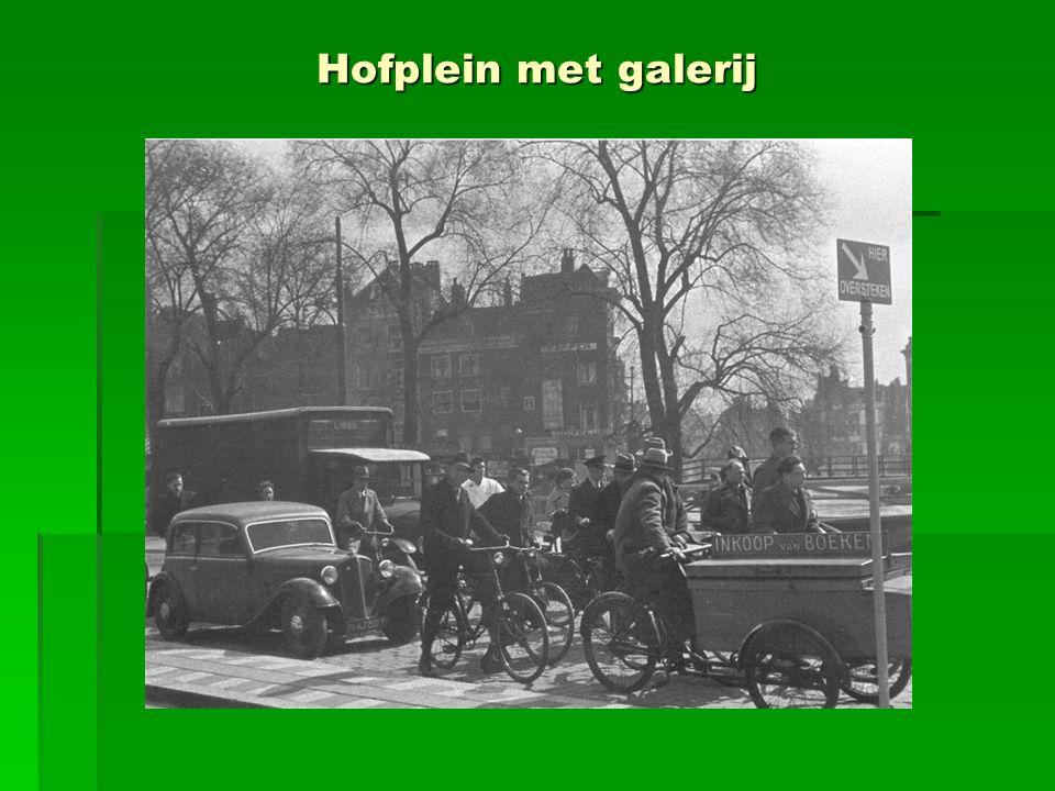 Hofplein met galerij