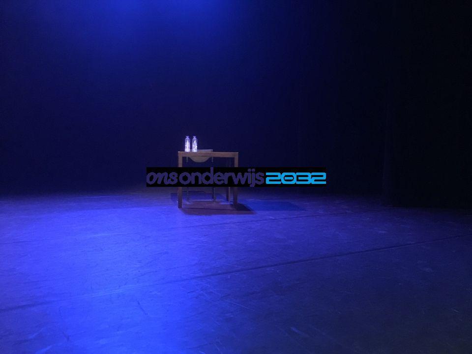 = Gedeeld leiderschap Elkaar het podium gunnen Elkaar het podium geven Het podium teruggeven?