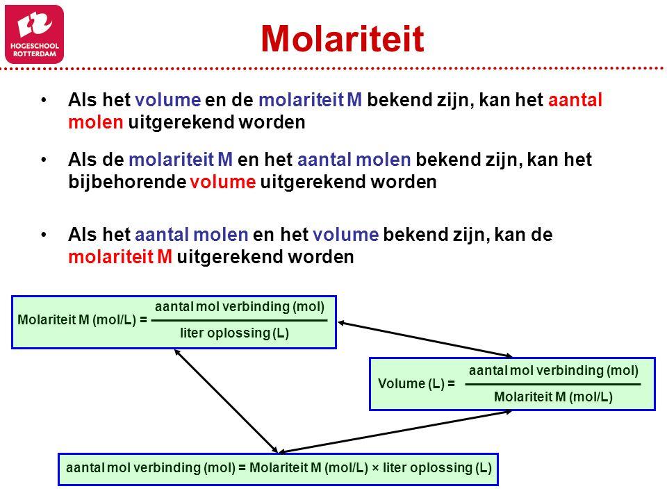 Als het volume en de molariteit M bekend zijn, kan het aantal molen uitgerekend worden Als de molariteit M en het aantal molen bekend zijn, kan het bi