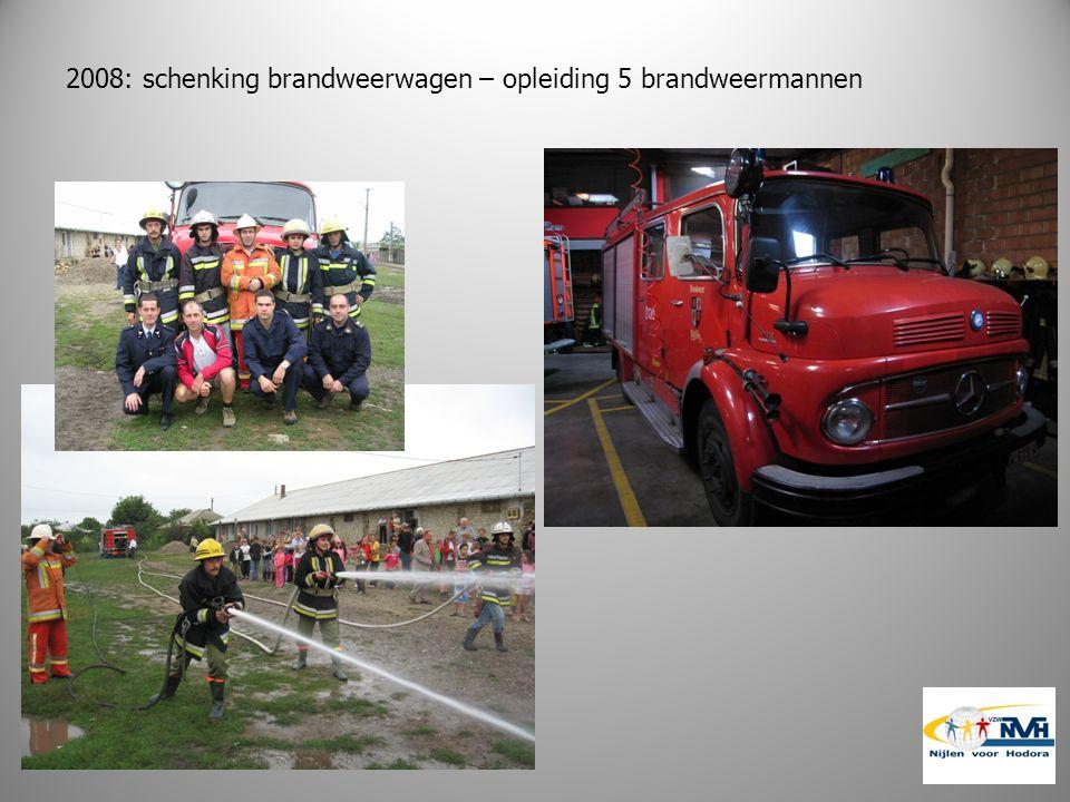 2008: schenking brandweerwagen – opleiding 5 brandweermannen