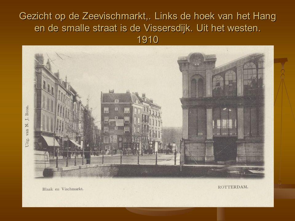 Gezicht op de Zeevischmarkt,. Links de hoek van het Hang en de smalle straat is de Vissersdijk. Uit het westen. 1910