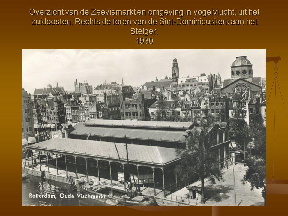 Overzicht van de Zeevismarkt en omgeving in vogelvlucht, uit het zuidoosten. Rechts de toren van de Sint-Dominicuskerk aan het Steiger. 1930
