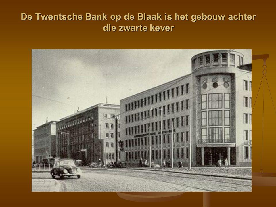 De Twentsche Bank op de Blaak is het gebouw achter die zwarte kever