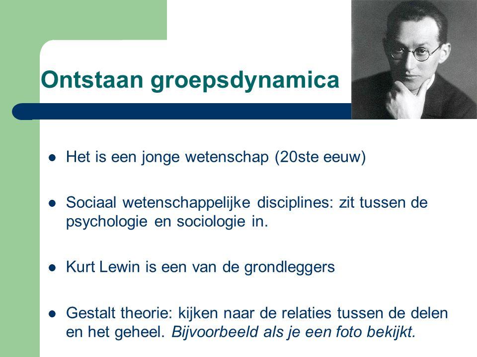 Ontstaan groepsdynamica Het is een jonge wetenschap (20ste eeuw) Sociaal wetenschappelijke disciplines: zit tussen de psychologie en sociologie in.