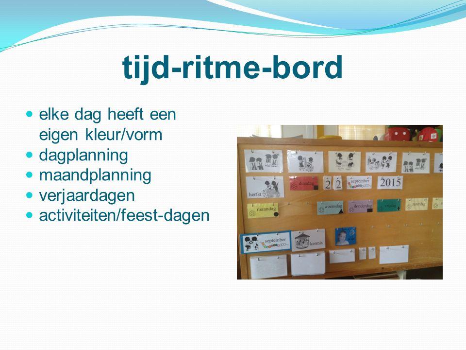 tijd-ritme-bord elke dag heeft een eigen kleur/vorm dagplanning maandplanning verjaardagen activiteiten/feest-dagen