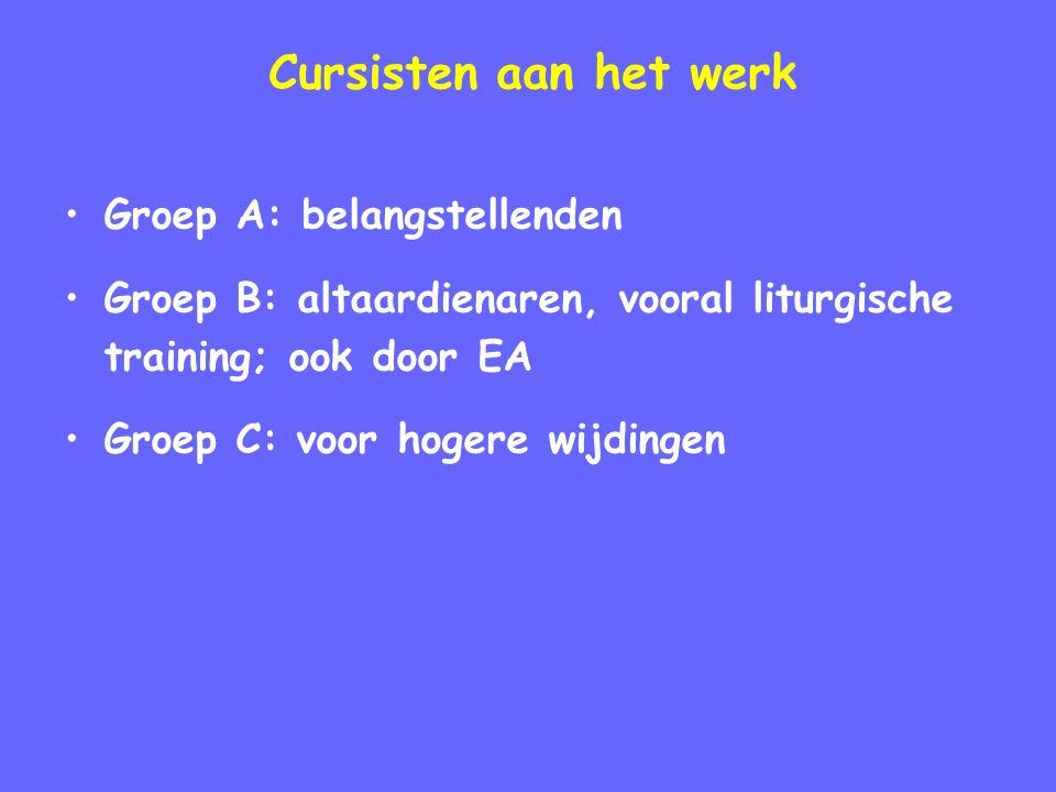 Cursisten aan het werk Groep A: belangstellenden Groep B: altaardienaren, vooral liturgische training; ook door EA Groep C: voor hogere wijdingen