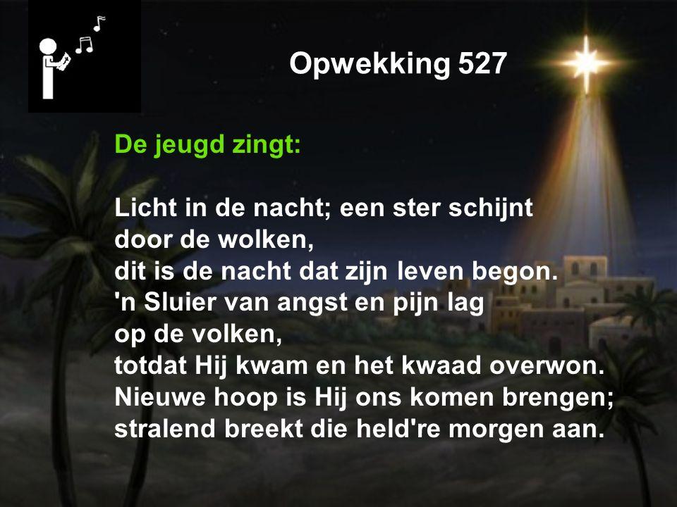 Opwekking 527 De jeugd zingt: Licht in de nacht; een ster schijnt door de wolken, dit is de nacht dat zijn leven begon.