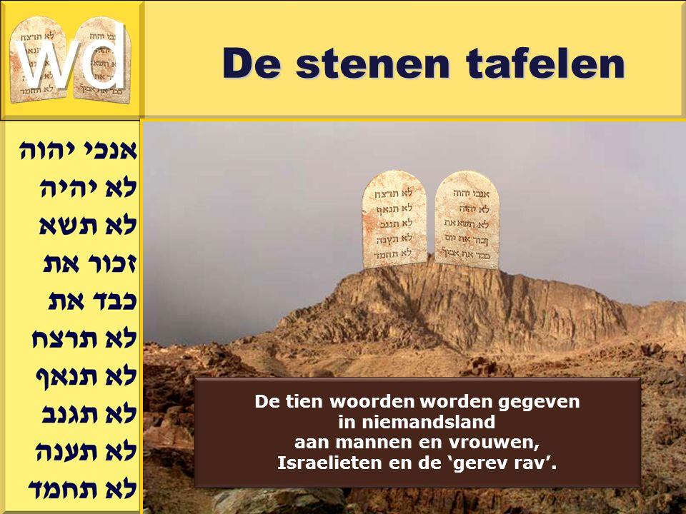 Gerard J.Wijtsma De stenen tafelen De tien woorden worden gegeven in niemandsland aan mannen en vrouwen, Israelieten en de 'gerev rav'. De tien woorde