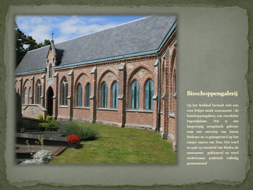 Op het kerkhof bevindt zich een voor België uniek monument : de bisschoppengalerij, een overdekte begraafplaats.