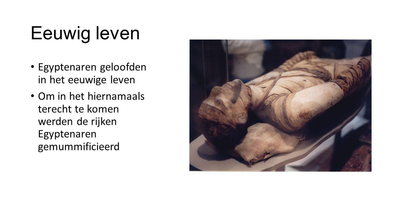 Eeuwig leven Egyptenaren geloofden in het eeuwige leven Om in het hiernamaals terecht te komen werden de rijken Egyptenaren gemummificieerd