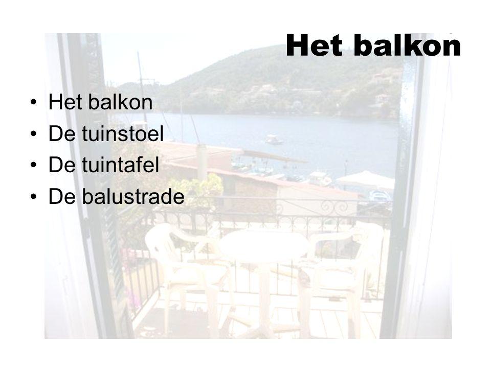 Het balkon De tuinstoel De tuintafel De balustrade Het balkon