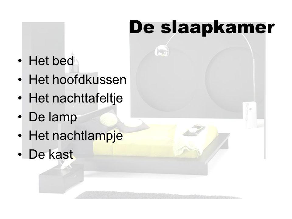 De slaapkamer Het bed Het hoofdkussen Het nachttafeltje De lamp Het nachtlampje De kast
