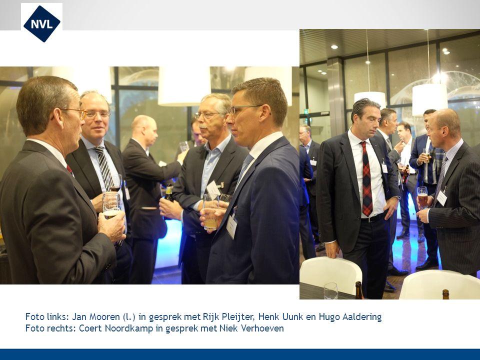 Foto links: Jan Mooren (l.) in gesprek met Rijk Pleijter, Henk Uunk en Hugo Aaldering Foto rechts: Coert Noordkamp in gesprek met Niek Verhoeven