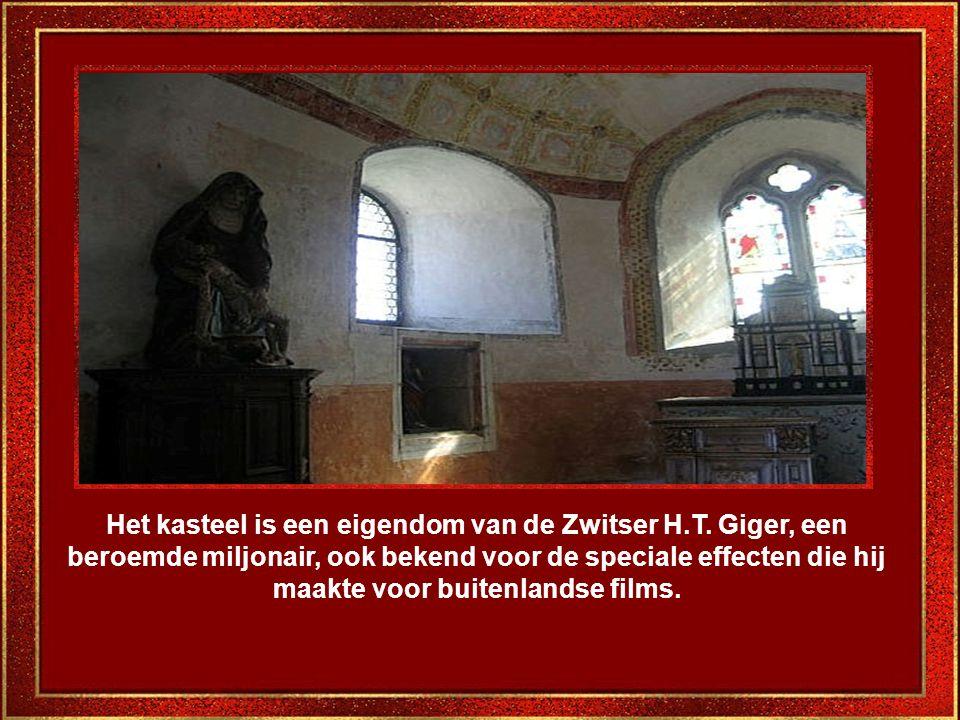 In veel kamers dateren de meubels uit de 15e tot de 19e eeuw.