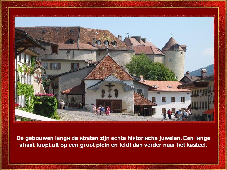 De gebouwen langs de straten zijn echte historische juwelen.