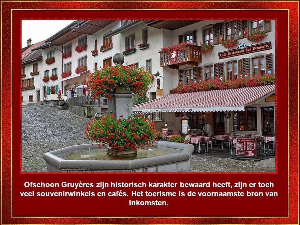 Ofschoon Gruyères zijn historisch karakter bewaard heeft, zijn er toch veel souvenirwinkels en cafés.