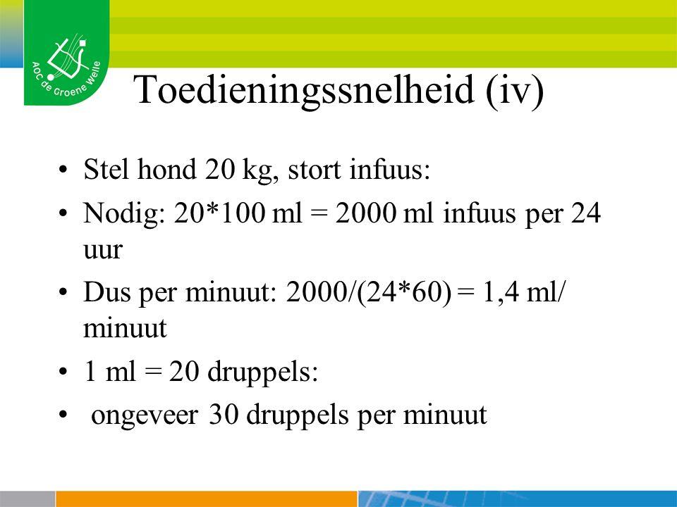 Toedieningssnelheid (iv) Stel hond 20 kg, stort infuus: Nodig: 20*100 ml = 2000 ml infuus per 24 uur Dus per minuut: 2000/(24*60) = 1,4 ml/ minuut 1 ml = 20 druppels: ongeveer 30 druppels per minuut