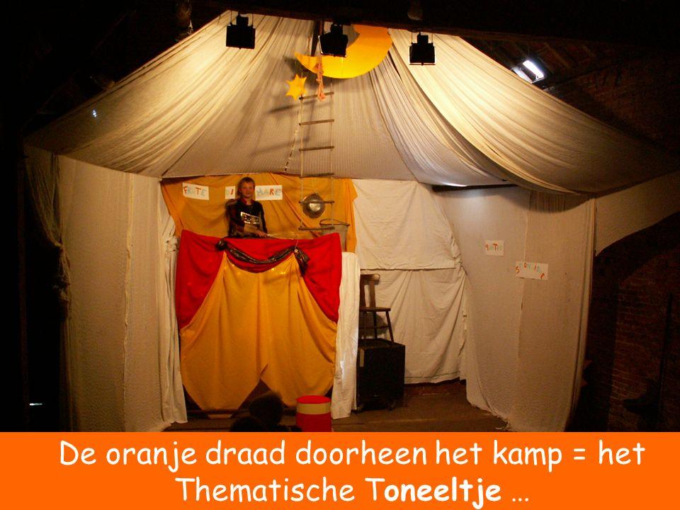 De oranje draad doorheen het kamp = het Thematische Toneeltje …