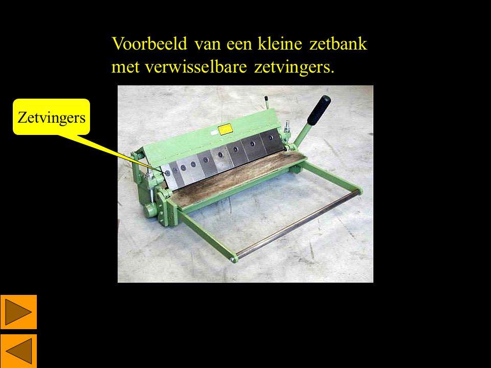 Blokhaak Contoleer met de blokhaak of het spanplaatje haaks is.