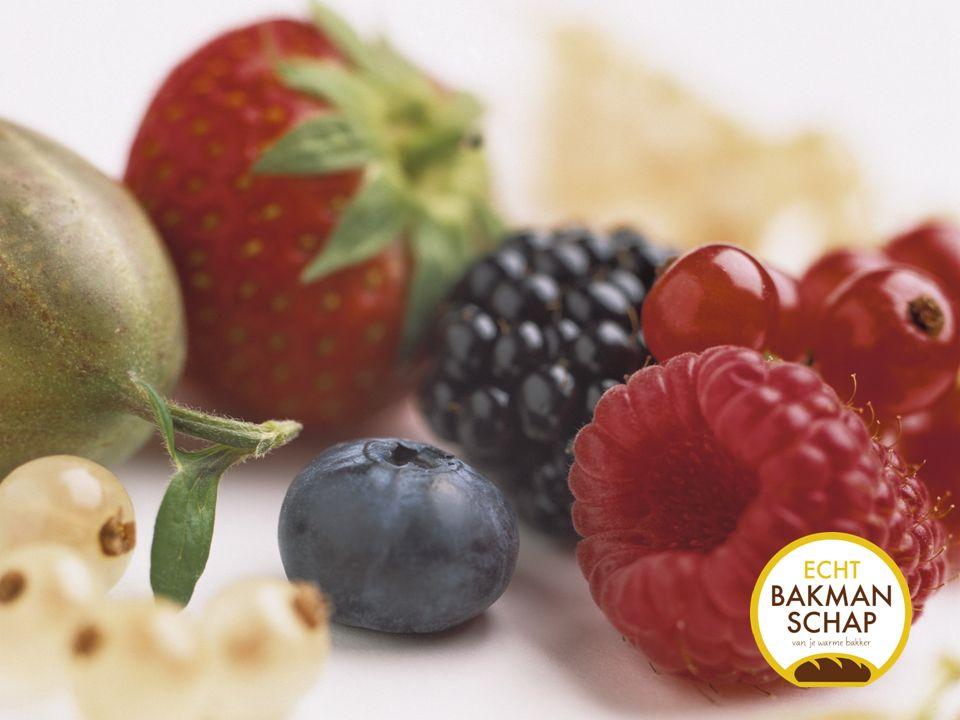Per 500 g fruit (aardbeien, frambozen, rode bessen,…) reken je 200 g suiker en 2 dl water.