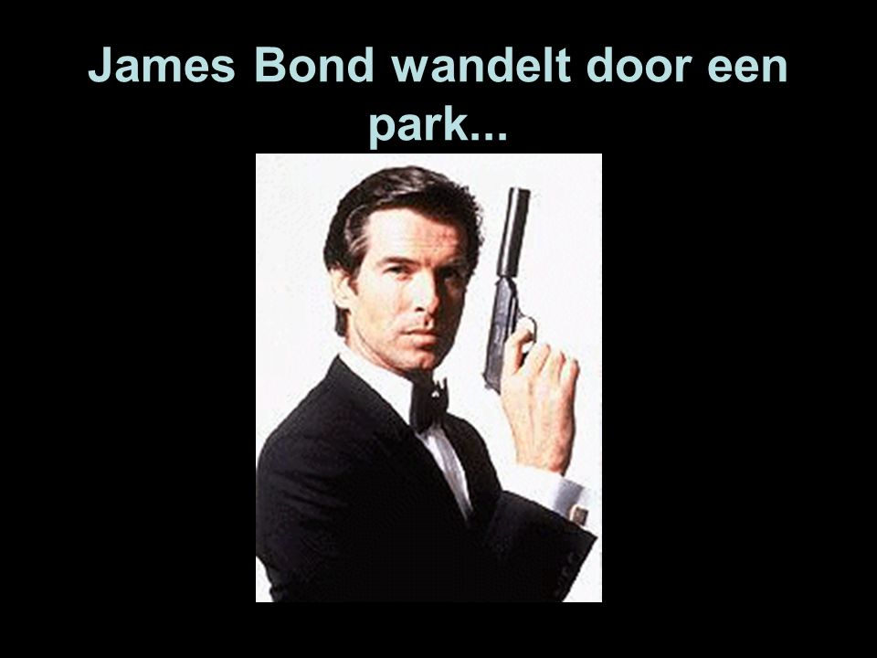 James Bond wandelt door een park...