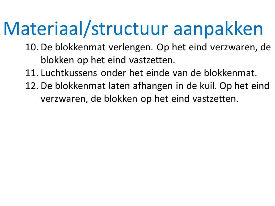 Materiaal/structuur aanpakken 10.De blokkenmat verlengen. Op het eind verzwaren, de blokken op het eind vastzetten. 11.Luchtkussens onder het einde va