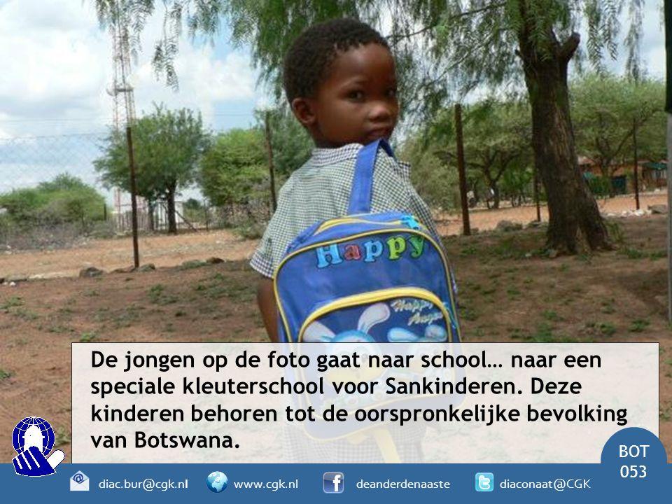 De jongen op de foto gaat naar school… naar een speciale kleuterschool voor Sankinderen.