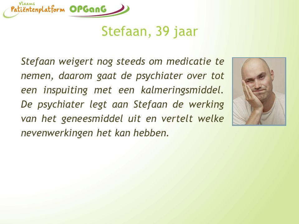 Stefaan, 39 jaar Stefaan weigert nog steeds om medicatie te nemen, daarom gaat de psychiater over tot een inspuiting met een kalmeringsmiddel. De psyc