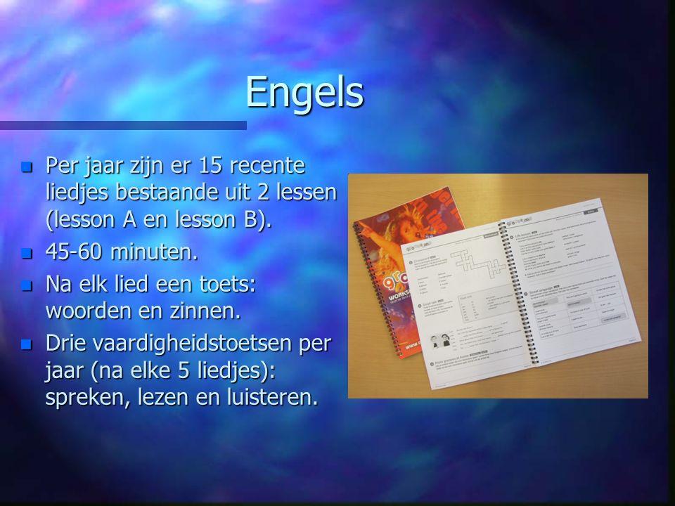 Engels n Per jaar zijn er 15 recente liedjes bestaande uit 2 lessen (lesson A en lesson B). n 45-60 minuten. n Na elk lied een toets: woorden en zinne