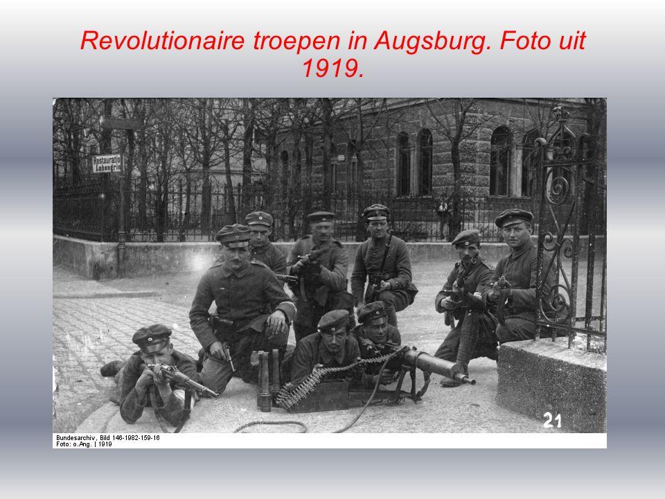 Revolutionaire troepen in Augsburg. Foto uit 1919.