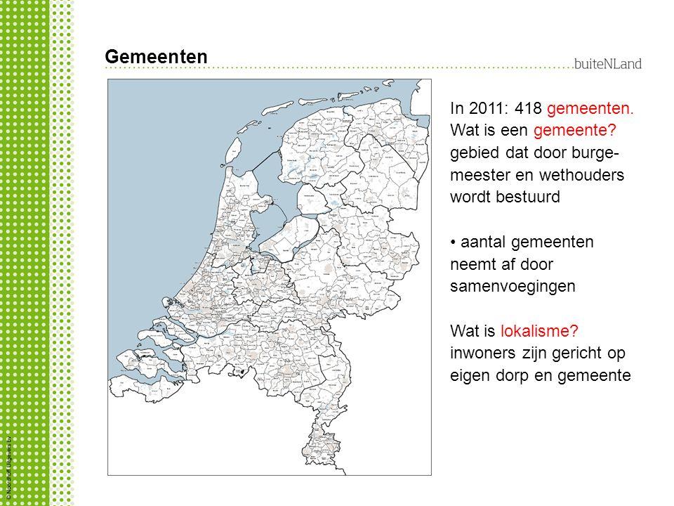 Gemeenten In 2011: 418 gemeenten. Wat is een gemeente? gebied dat door burge- meester en wethouders wordt bestuurd aantal gemeenten neemt af door same