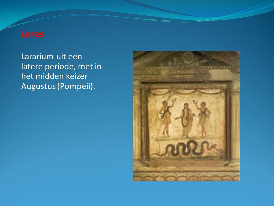 Lares Lararium uit een latere periode, met in het midden keizer Augustus (Pompeii).