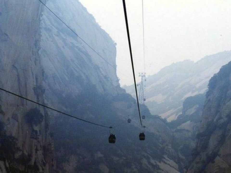 Er bestaat geen twijfel over: deze beklimming is de GEVAARLIJKSTE TER WERELD ! Er is een groot verschil tussen een berg beklimmen en op een berg wande
