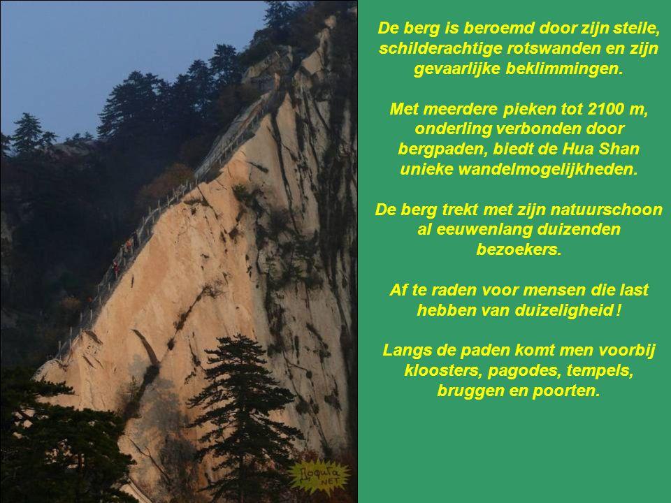 De berg Hua Shan is een van de vijf heilige bergen