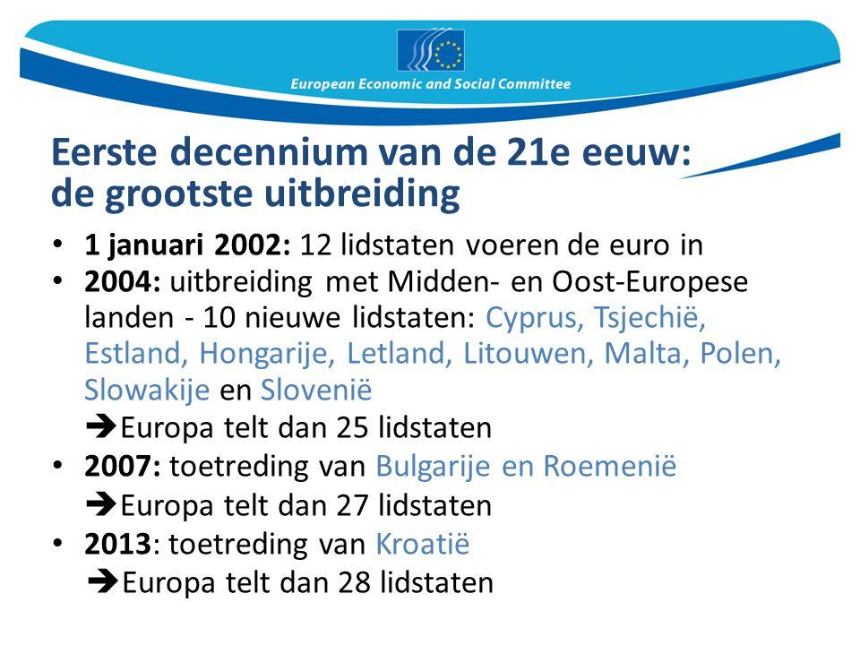 Eerste decennium van de 21e eeuw: de grootste uitbreiding 1 januari 2002: 12 lidstaten voeren de euro in 2004: uitbreiding met Midden- en Oost-Europese landen - 10 nieuwe lidstaten: Cyprus, Tsjechië, Estland, Hongarije, Letland, Litouwen, Malta, Polen, Slowakije en Slovenië  Europa telt dan 25 lidstaten 2007: toetreding van Bulgarije en Roemenië  Europa telt dan 27 lidstaten 2013: toetreding van Kroatië  Europa telt dan 28 lidstaten