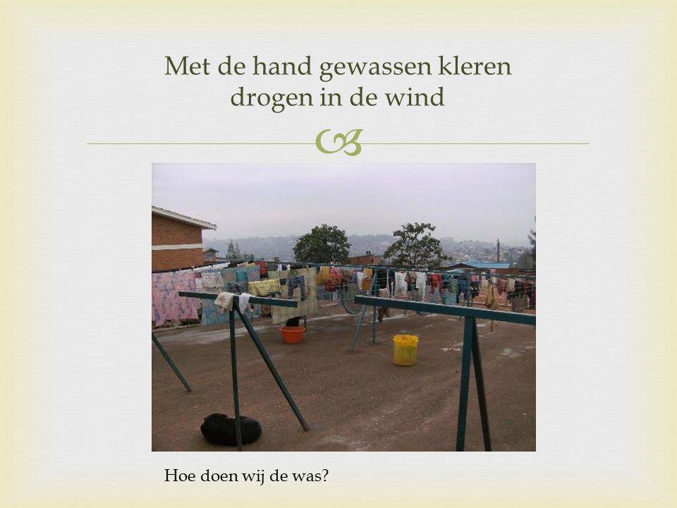  Met de hand gewassen kleren drogen in de wind Hoe doen wij de was?