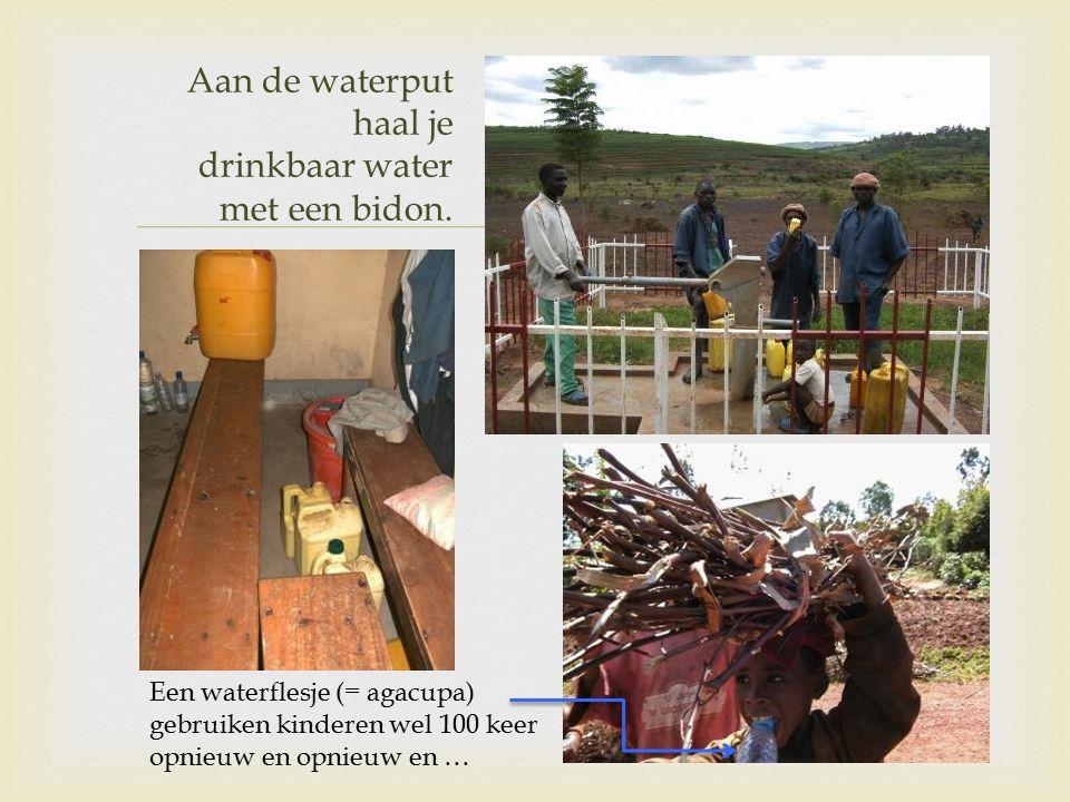  Aan de waterput haal je drinkbaar water met een bidon.