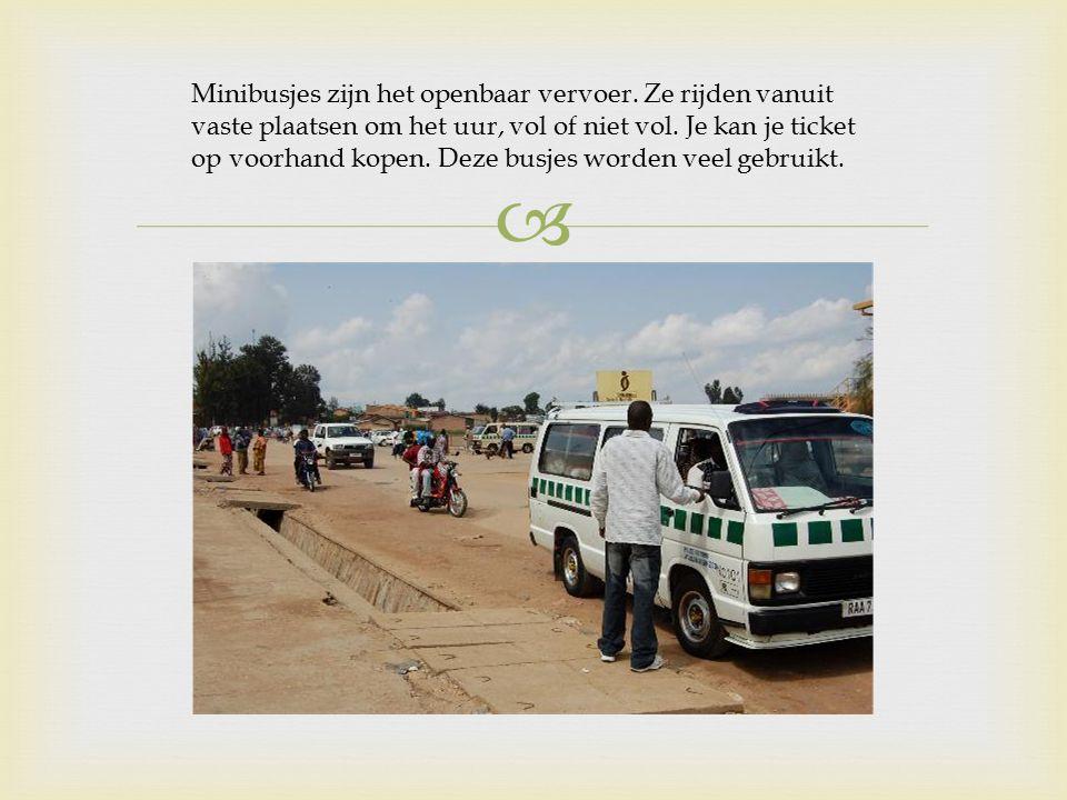  Minibusjes zijn het openbaar vervoer.