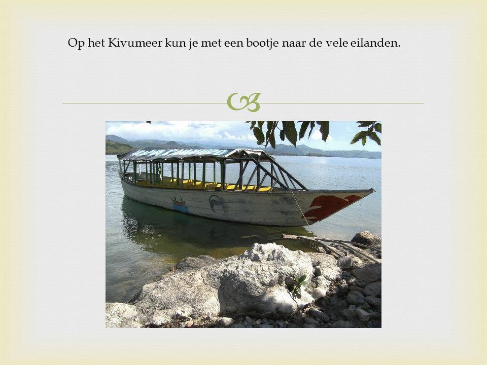  Op het Kivumeer kun je met een bootje naar de vele eilanden.