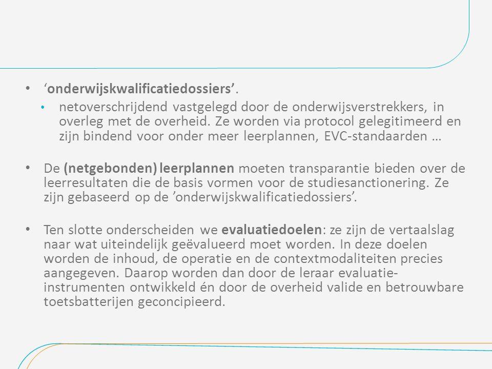 'onderwijskwalificatiedossiers'. netoverschrijdend vastgelegd door de onderwijsverstrekkers, in overleg met de overheid. Ze worden via protocol gelegi
