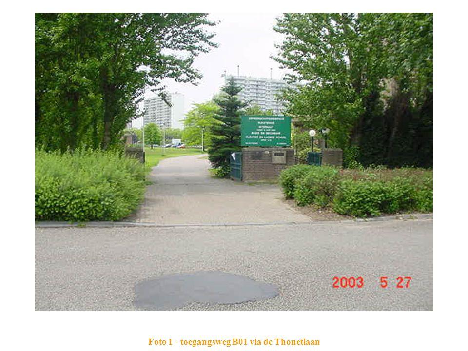 Foto 1 - toegangsweg B01 via de Thonetlaan
