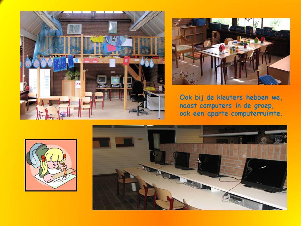 Ook bij de kleuters hebben we, naast computers in de groep, ook een aparte computerruimte.