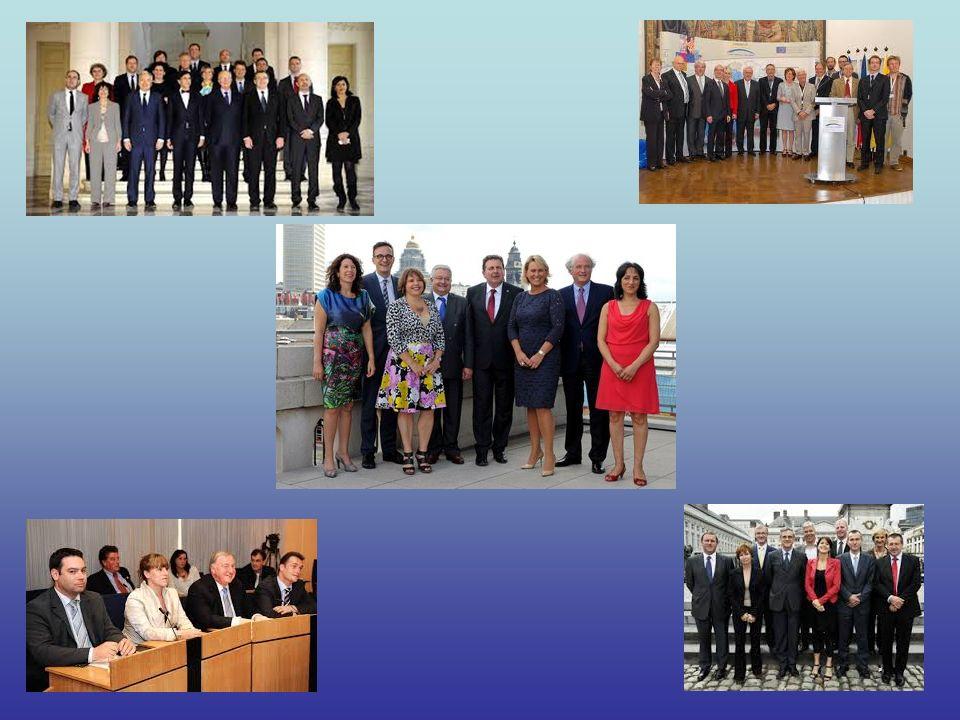 België heeft de grootste regering ter wereld per aantal inwoners ! De federale regering telde in 2011 13 ministers en 6 staatssecretarissen. De Franse