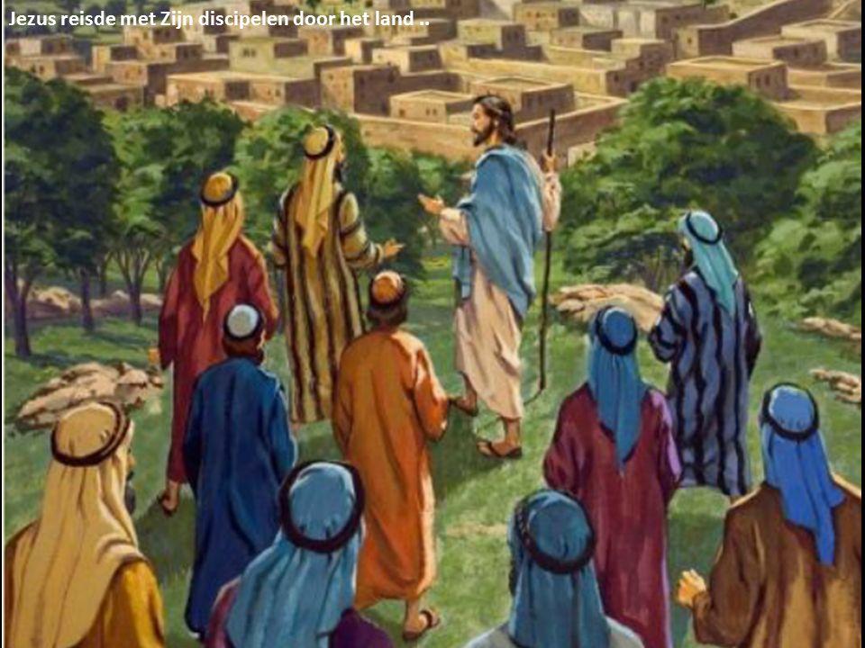 Jezus reisde met Zijn discipelen door het land..
