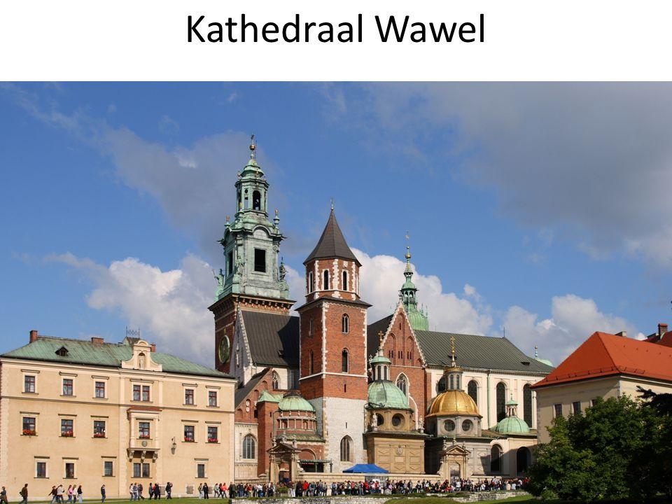 Joodse Krakau doorheen het verleden Kazimierz (1355) : joodse wijk met privileges en stadsmuren joodse begraafplaats en synagoge Schindlers fabriek