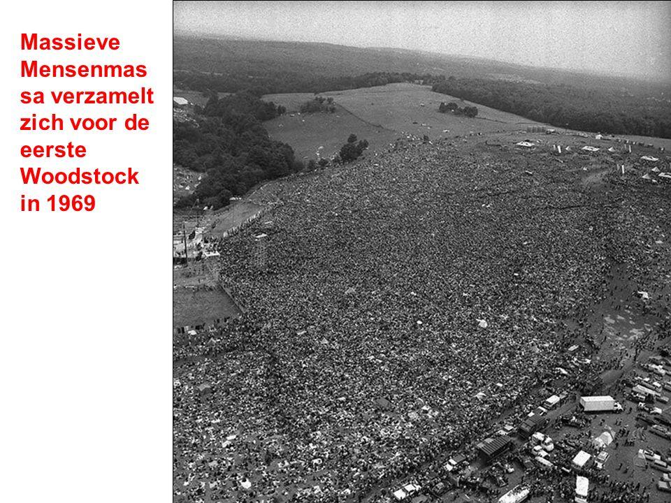 Massieve Mensenmas sa verzamelt zich voor de eerste Woodstock in 1969
