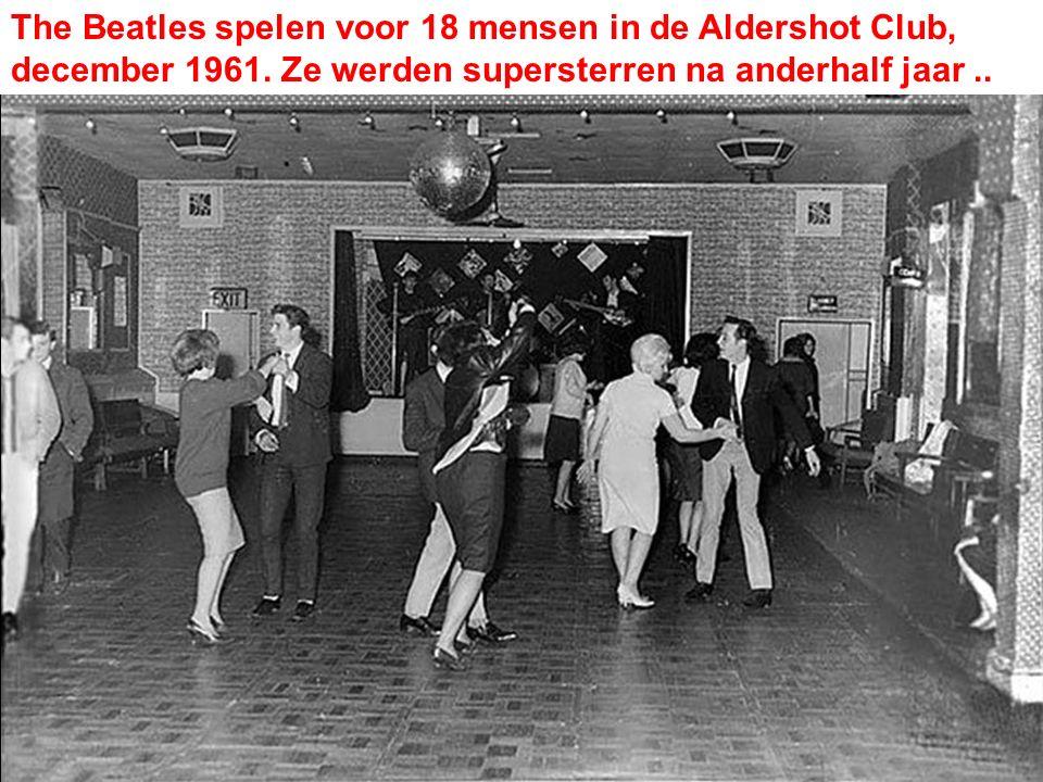 The Beatles spelen voor 18 mensen in de Aldershot Club, december 1961. Ze werden supersterren na anderhalf jaar..
