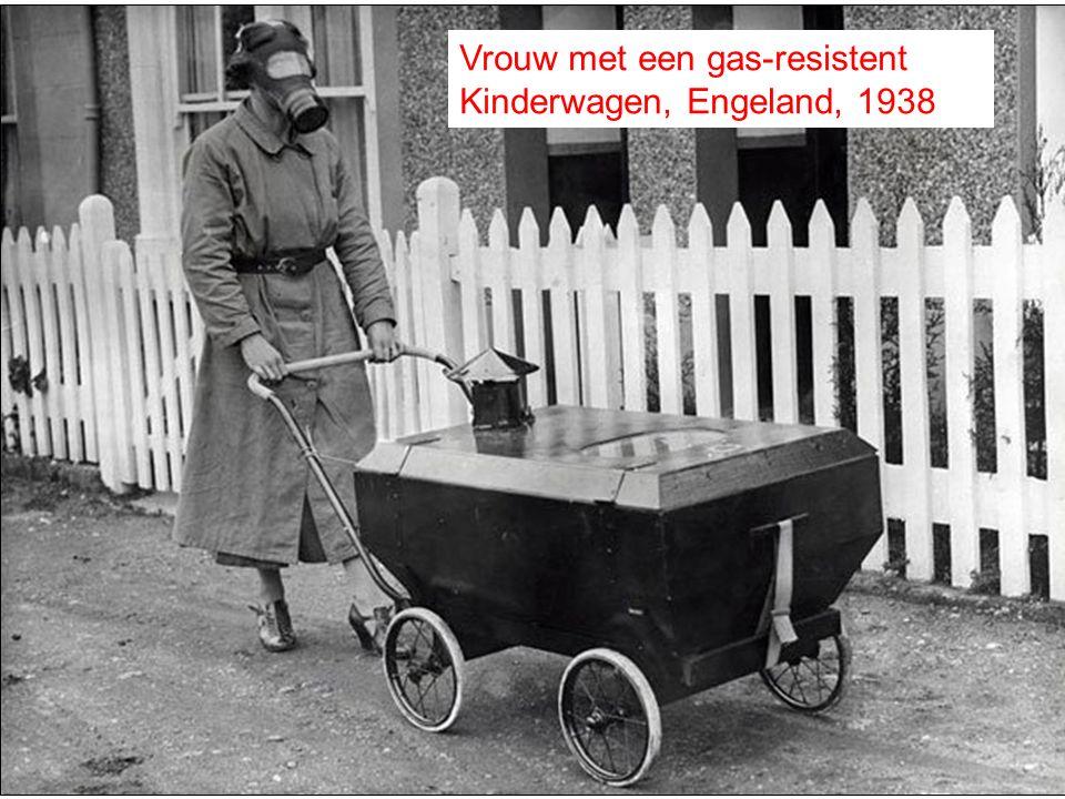 Vrouw met een gas-resistent Kinderwagen, Engeland, 1938